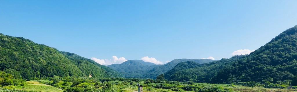 広大な青空と山々が続きます